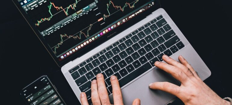 Hands on the laptop with statistics