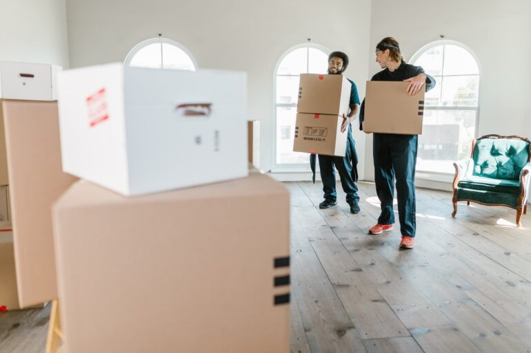 follow moving day rules by enabling two movers to carry your boxes outside
